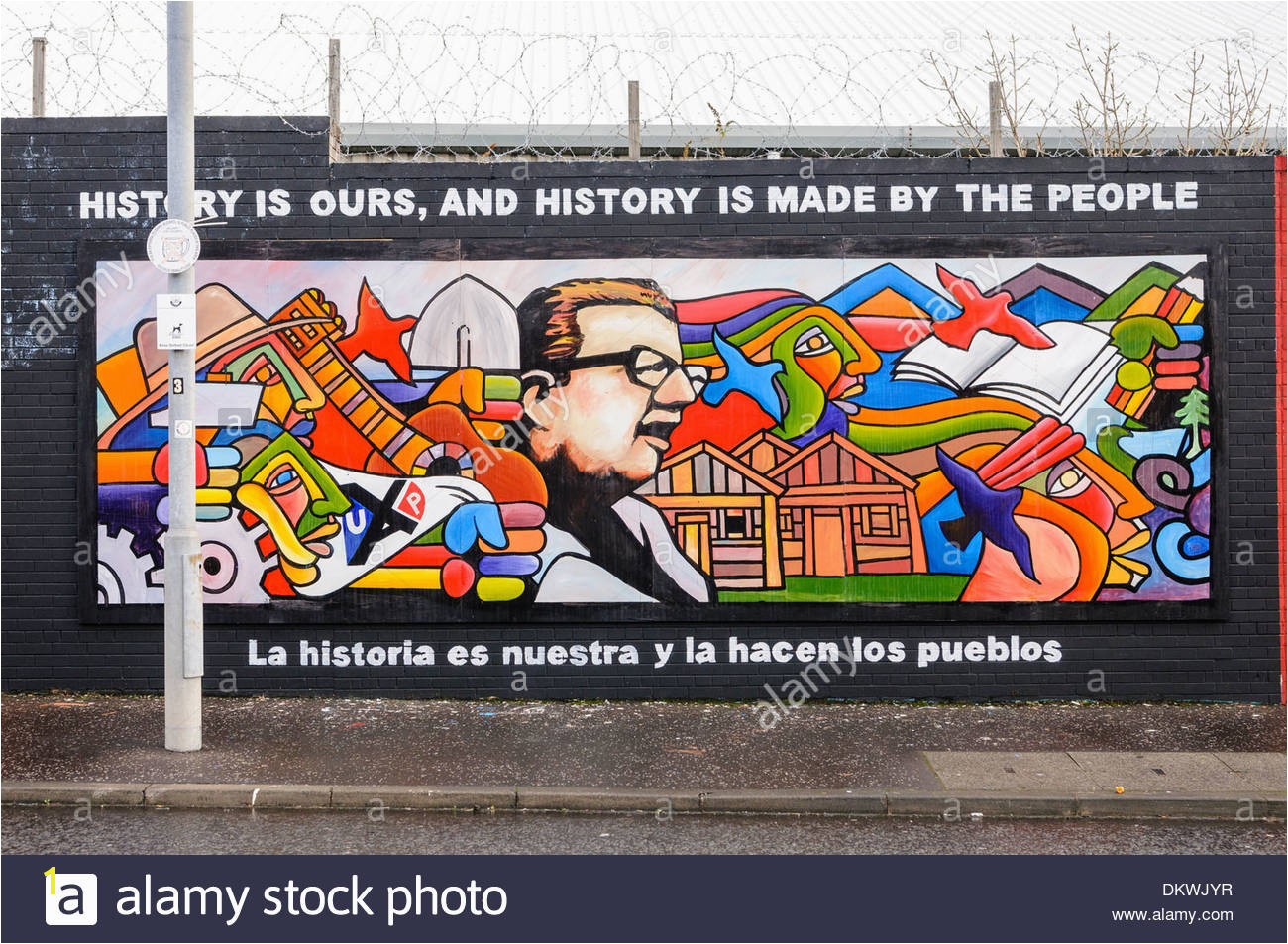 Mural at the International Peace Wall Belfast showing the Ultimas palabras Last words