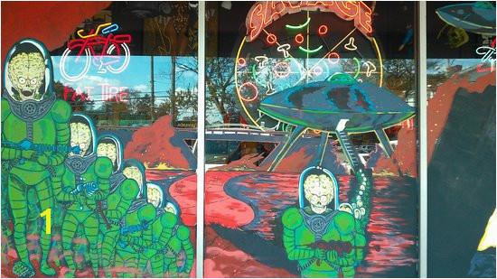 Little Five Points pizza palce window mural