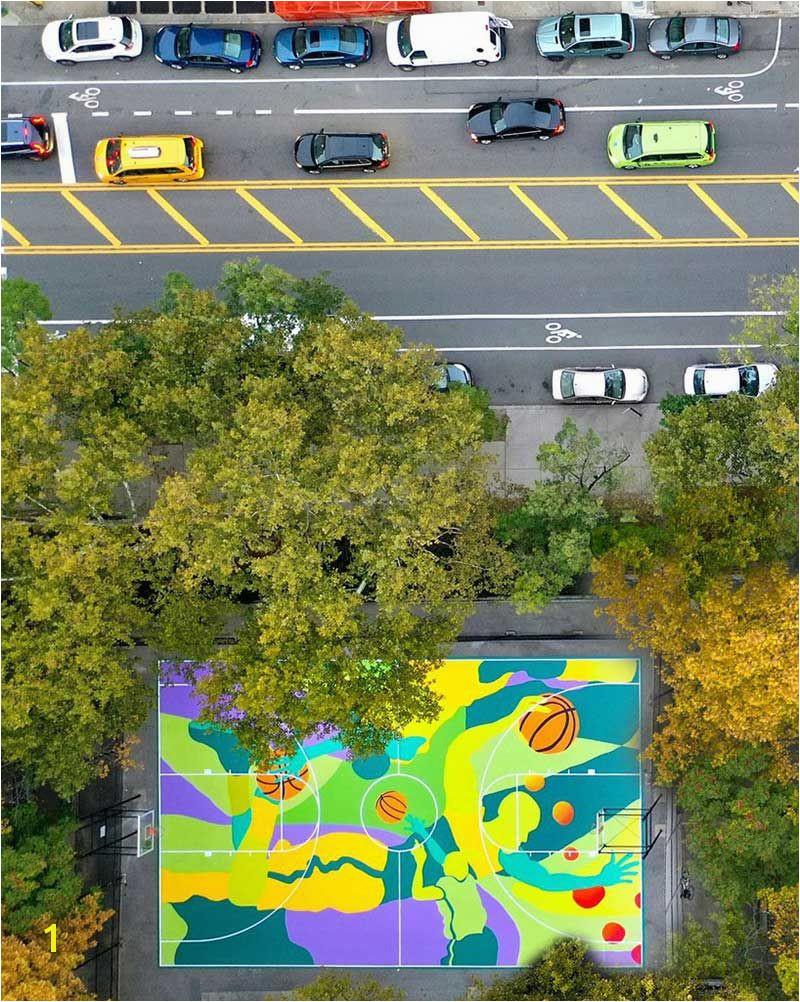 Madsteez Turns Basketball Court Into Inspiring Mural Art Il Transforme un Terrain de Basket en Fresque Artistique art streetart muralart murals