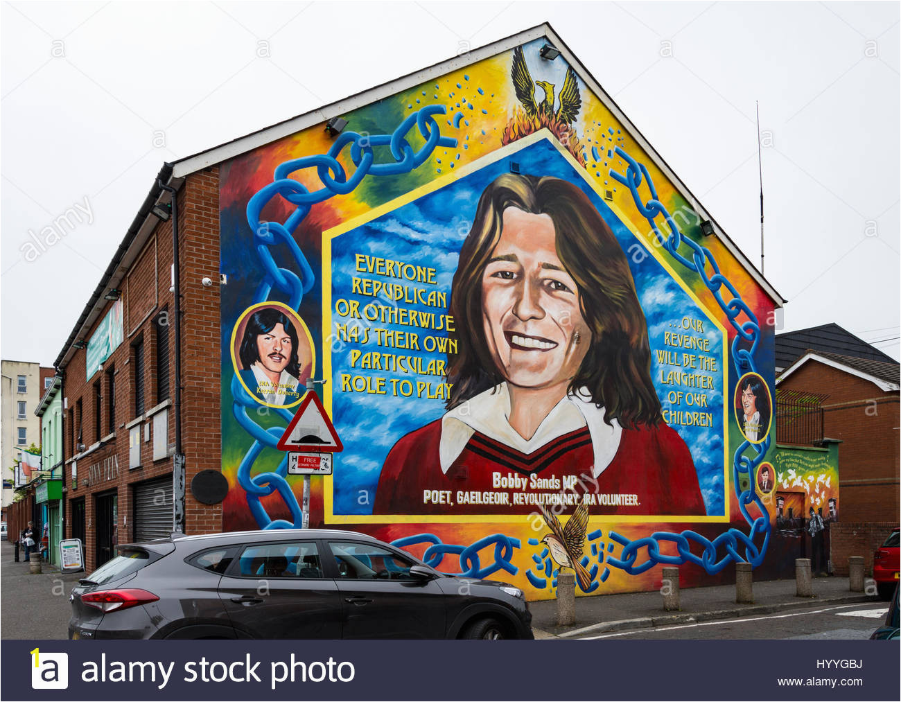 wall mural depicting bobby sands on the side of the sinn fin office HYYGBJ