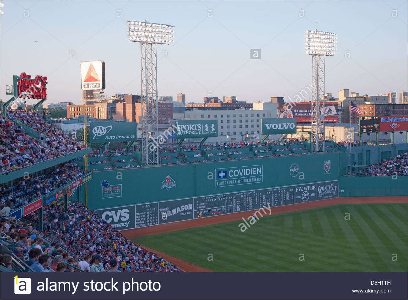 green monster leftfield wand historischen fenway park boston rot sox boston ma usa 20 mai 2010 red sox gegen minnesota zwillinge d5h1th