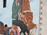 How to Paint An Outdoor Wall Mural Illinois Chicago Adult Mexican Male Paint Outdoor Mural
