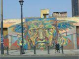 Tupac Wall Mural Un Mural De Tupac Amaru A Lo Gran Hermano Con Una Leyenda Que Dice